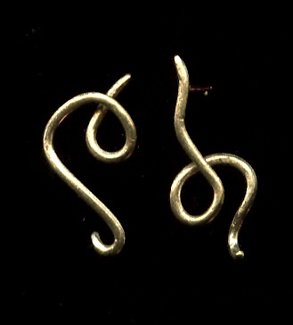 Squiggle stud earring, 18k gold